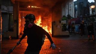 Огонь на входе в метро