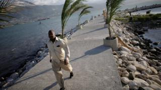 """Ураган """"Мэтью"""" грозит Гаити катастрофическими последствиями"""