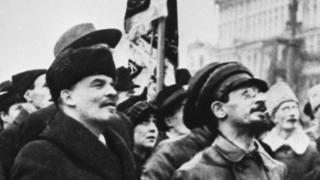 Владимир Ленин и Яков Свердлов на митинге 7 ноября 1918 года