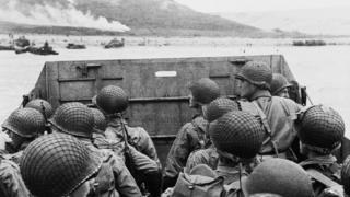 """Soldados estadounidenses llegando a la playa """"Utah"""" en Normandía el 6 de junio de 1944"""