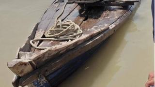 နစ်မြုပ်ခဲ့တဲ့ စက်လှေဟာ လှေခွံအသေးကို စက်တပ်ပြီး ခံနိုင်ရည်ဝန်ထက် ပိုမိုတင်ဆောင်လာခဲ့တာပါ