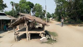 कैलालीको टीकापुर नगरपालिकामा सडकमै रहेको छाउगोठ जहाँ महिलाहरू महिनावारी भएका बेला पाँच दिन सुत्ने गर्छन्।