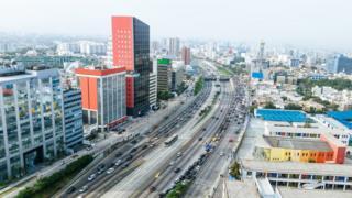 Avenida en Lima