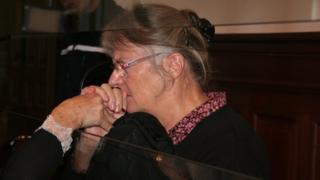 Jacqueline Sauvage muri sentare mu kwezi kwa cumi na kabiri mu 2015 aho yatsindwa muri sentare y'iyungururizo