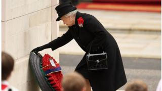 Queen laying wreath at the Cenotaph