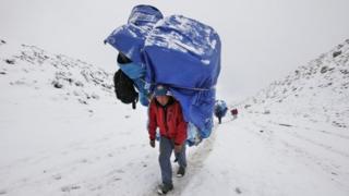 A Sherpa near the Everest Base camp near Lobuche (28 April 2016)