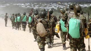 Abasirikare b'u Burundi mu bugenduzi nyuma y'itana mu mitwe na Al Shabab mu micungararo ya Mogadishu
