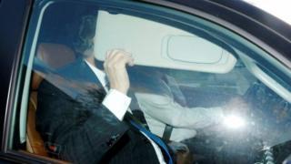 Mr Manafort for inside car, dey block face