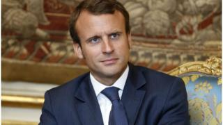 مرشح الوسط إيمانويل ماكرون