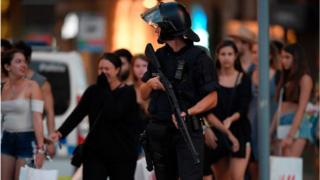 Вооруженный полицейский