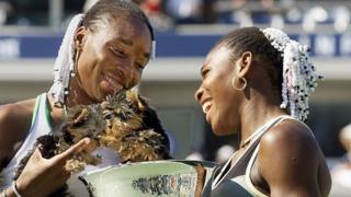 Venus_and_Serena_Williams_celebrate_winning_US_Open_Doubles