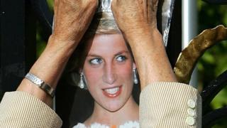 Фото принцессы Дианы на решетке Кенсингтонского дворца
