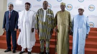 Les chefs d'Etat des pays du G5 Sahel, de g. à d., Mohamed Ould Abdel Aziz (Mauritanie), Mahamadou Issoufou (Niger), Roch Marc Christian Kaboré (Burkina Faso), Idriss Déby (Tchad) et Ibrahim Boubacar Keïta (Mali)