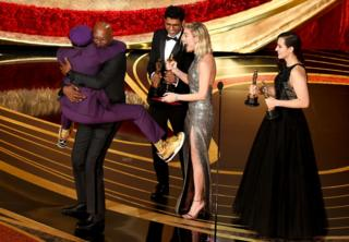 Spike Lee jumps in the arms of Actor Samuel L. Jackson