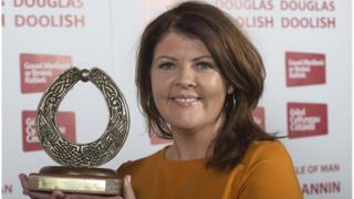 Blas Ceoil presenter Lynette Fay with her award