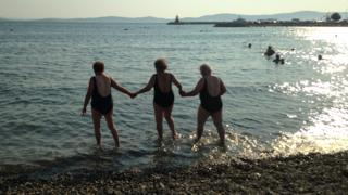 Three funne in the sea