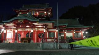 Olayın yaşandığı tapınağın önüne polis kordonu