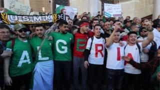 """Les manifestants ont rejeté la main tendue du nouveau Premier ministre qui a promis de former un gouvernement """"technocratique"""" avec de jeunes Algériens."""