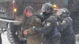 Takriban watu 100 wamekamatwa na Polisi baada ya kutokea vurugu