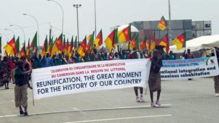 Children wey carry flag