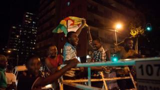 Житель Зимбабве с флагом
