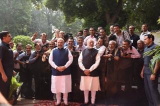 પીએમ મોદી અને અમિત શાહ સાથે પત્રકારોની તસવીર
