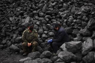 2015年3月,安徽淮北的兩名煤礦工人。