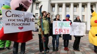 Активисты требуют под Радой прозрачного назначения аудитора НАБУ. Фото 21 марта