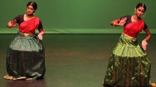 Bailarinas en India.