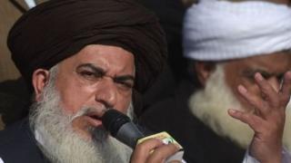 رپورٹ میں دھرنے کے ایک حد سے بڑھنے کی مرکزی وجہ راولپنڈی اور اسلام آباد کی ضلعی انتظامیہ کی جانب سے مظاہرین کی قیادت سے رابطے نہ کرنا بتائی گئی ہے۔