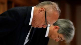 도쿄 의대는 대중의 신뢰를 '배신'했다며 공식 사과했다