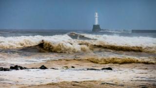 Large waves off Scottish coast