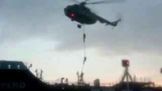 """Стражи исламской революции высаживаются на танкер """"Стена Имперо"""" с вертолета"""