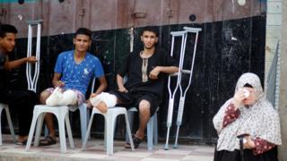 شباب أصيبوا خلال الاشتباكات
