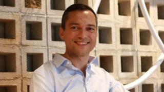 """نيثان بليكارتشيك، المؤسس المشارك لشركة """"إير بي إن بي"""""""