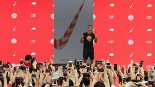 Кріштіану Роналду на сцені на рекламному заході Nike