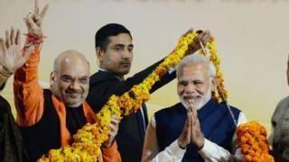 ગુજરાત અને હિમાચલ પ્રદેશમાં જીત બાદ દિલ્હી ભાજપ મુખ્યાલય પર અમિત શાહ અને નરેન્દ્ર મોદી