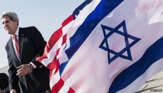 جان کری چند هفته پیش گفت که اسرائیل باید بین تداوم ساخت شهرکها در اراضی اشغالی و راه حل دو کشور برای دو ملت یکی را انتخاب کند