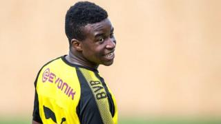 Germano-camerounais, Youssoufa est né le 20 novembre 2004, selon l'acte de naissance délivré à son père par le consulat d'Allemagne à Yaoundé, où il a vu le jour.