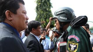 Trước nhà tù Tboung Khmum