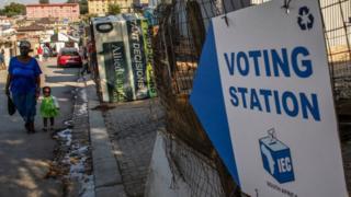 Panneau indiquant un lieu de vote en Afrique du Sud