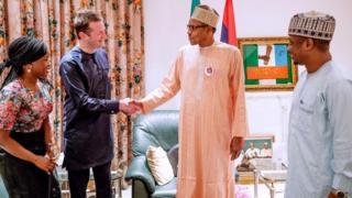 Shugaba Buhari tare da tawagar BBC.