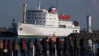 Di Mang Yong Bong ferry wey dey enter Mukho