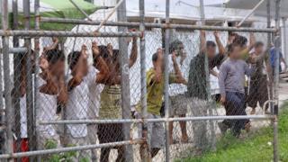 Avustralya'nın para karşılığı Papua Yeni Gine'ye inşa ettirdiği kamplardan bir kare