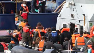 Record 400-plus migrants cross Channel in one day thumbnail