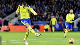 Kevin Mirallas wa Everton akiifungia timu yake bao la kwanza dhidi ya Leicester