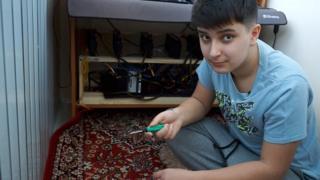 Никита собрал ферму для добычи криптовалюты на домашнем балконе.