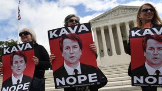 Mujeres protestan contra Brett Kavanaugh frente a la sede de la Corte Suprema de Estados Unidos en Washington DC