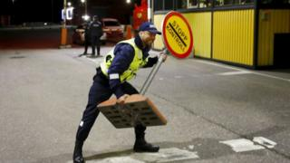 Border guards reopen frontiers in the Baltic