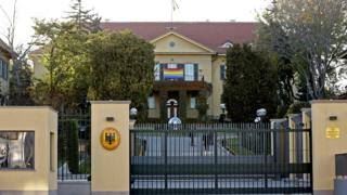 Ankara'daki Almanya büyükelçiliğinde gökkuşağı bayrağı